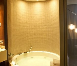 Double room jacuzzi VINCCI CAPITOL  Madrid